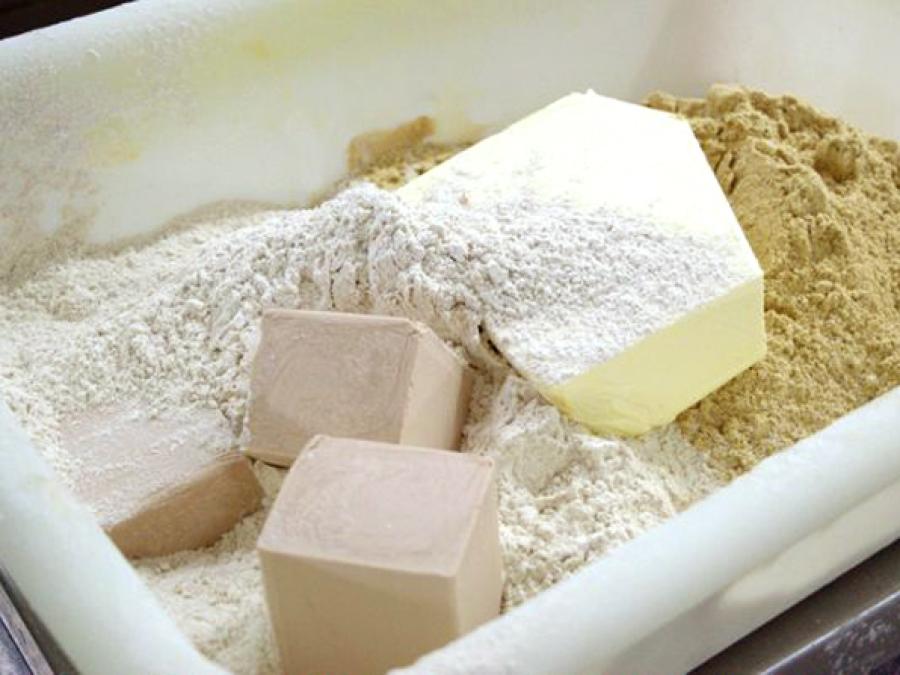 Mehl, Hefe und Margarine