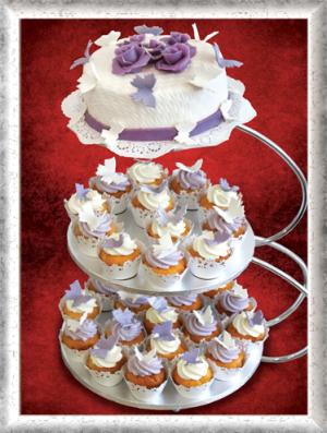Hochzeitstorte mit Cup Cakes, 3-stöckig, Zucker-Schmetterlinge, Lila-Weiß