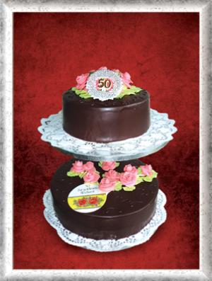 Hochzeitstorte (goldene Hochzeit) 2-stöckig, Schokoüberzug, rosa Cremerosen