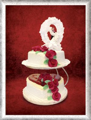 Hochzeitstorte, 2-stöckig, Herzform, Erdbeeren, rote Rosen