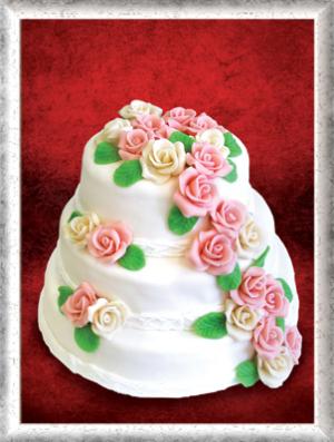 Hochzeitstorte, 3-stöckig, Fondant, rosa-orange Rosen, grüne Blätter