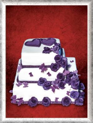 Hochzeitstorte, 3-stöckig, quadratisch, Fondant, lila Rosen und Schmetterlinge
