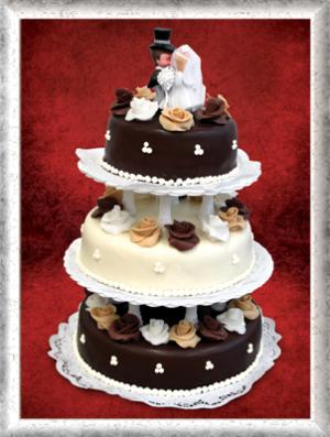 Hochzeitstorte, 3-stöckig, Schokoüberzug (hell/dunkel), braun-weiße Rosen