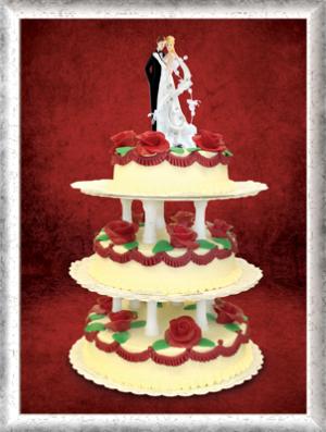 Hochzeitstorte, 3-stöckig, Creme, rote Rosen und Girlanden