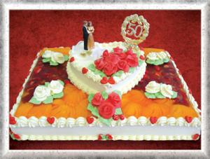 Hochzeitstorte (goldene Hochzeit), rechteckig, Creme, Obst, Cremeherz, weiße u. rote Cremerosen